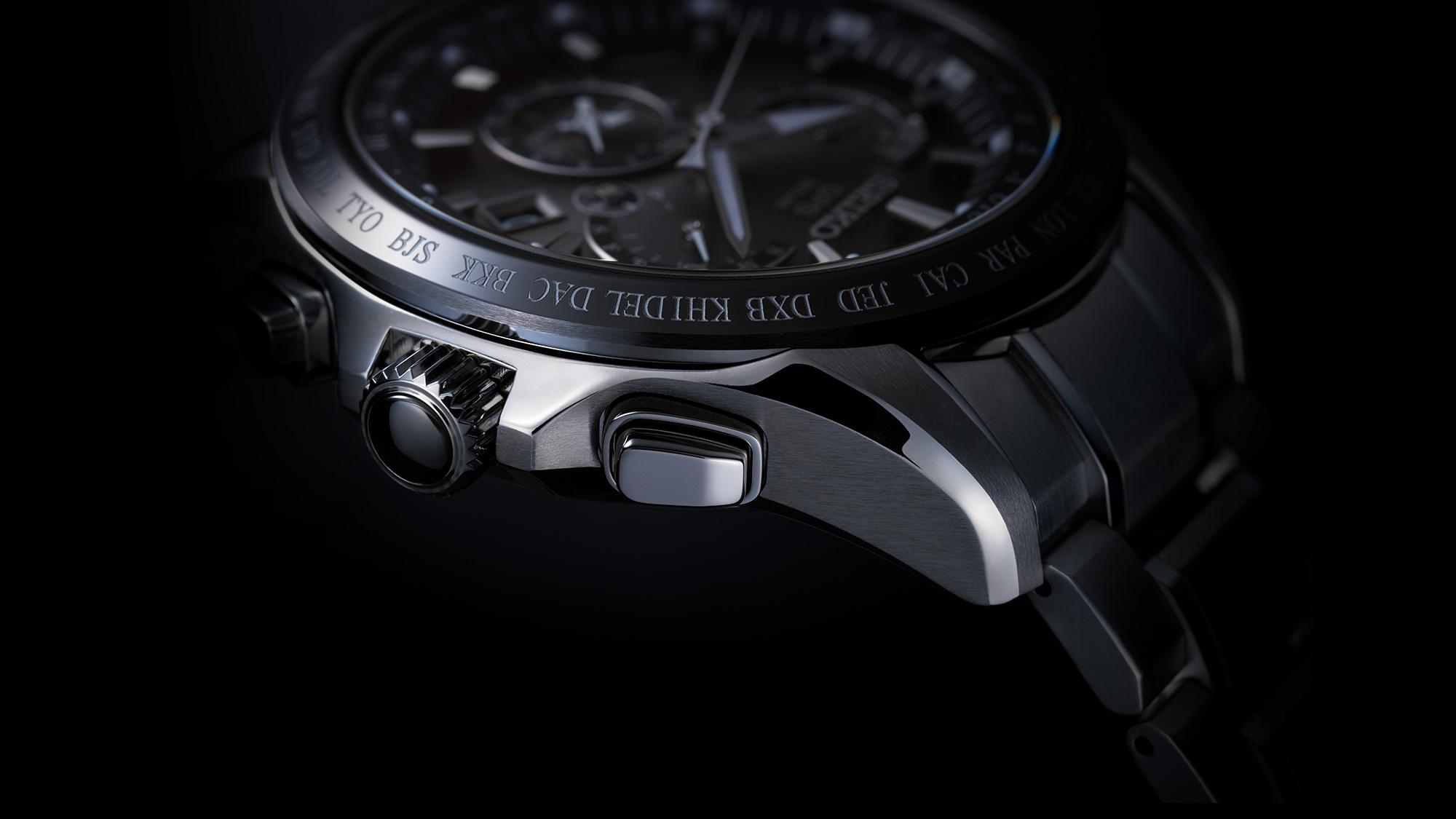 Photo of the crown of 8X Series Dual-Time