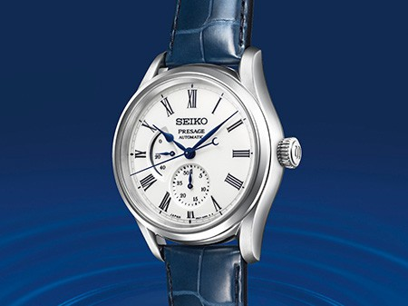 The blue hands, hour markers and sub-dials stand out clearly from the pure white dial.